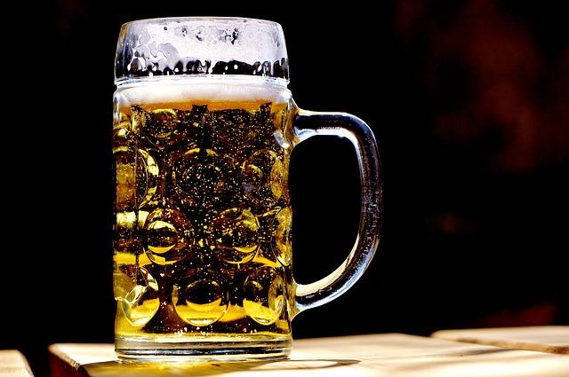 Ein Maßkrug mit Bier