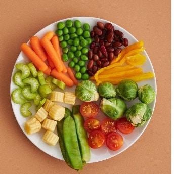 Teller mit gemischtem Gemüse