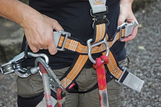 mit Klettergurt sicher klettern
